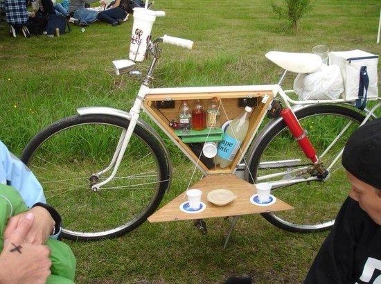 Picnic basket built into a frame
