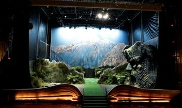 Book of New Zealand installation, Los Angeles, promotion for the Hobbit